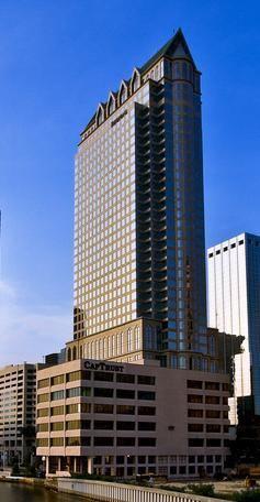 100 North Tampa httpsuploadwikimediaorgwikipediacommons00