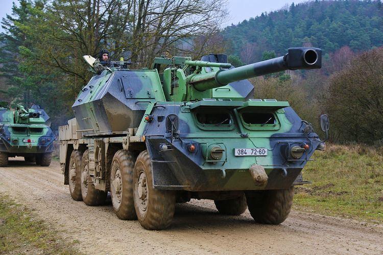 152mm SpGH DANA