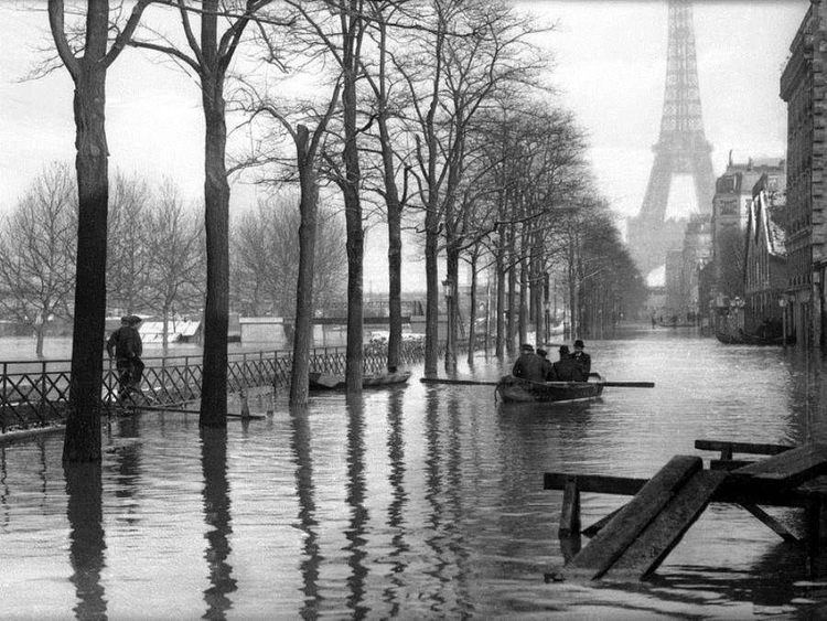 1910 Great Flood of Paris vintage everyday Paris Under Water Incredible Vintage Pictures of