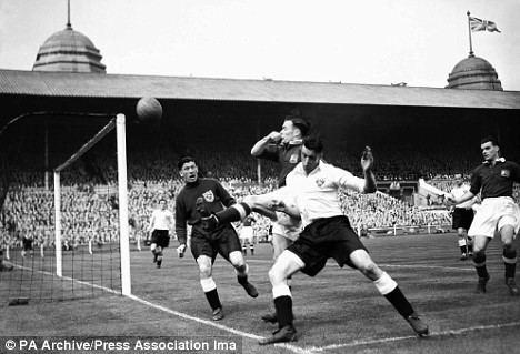 1948 FA Cup Final idailymailcoukipix20090525article1187364