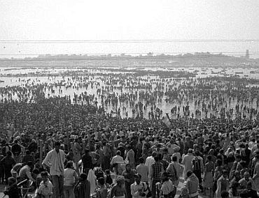 1954 Kumbh Mela stampede imrediffcomnews2010mar04slide1jpg