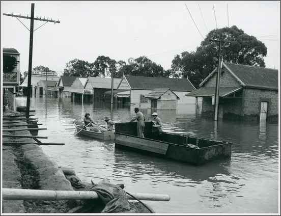 1956 Murray River flood Murray River floods at Mannum 30 July 1956