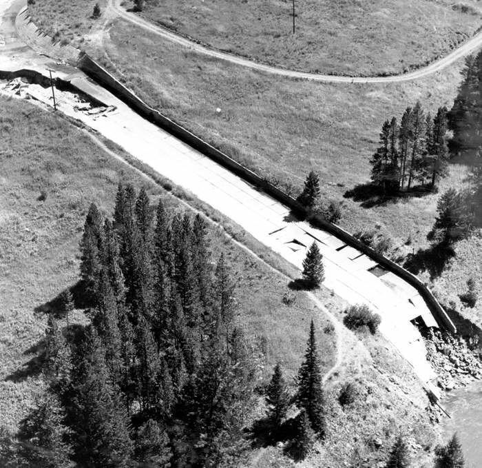 1959 Hebgen Lake earthquake Hebgen Lake Montana Earthquake August 1959 Hebgen Dam spil 1