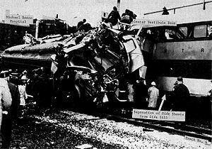 1972 Chicago commuter rail crash httpsuploadwikimediaorgwikipediacommonsthu