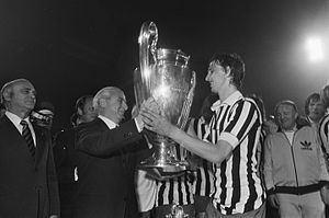 1973 European Cup Final httpsuploadwikimediaorgwikipediacommonsthu