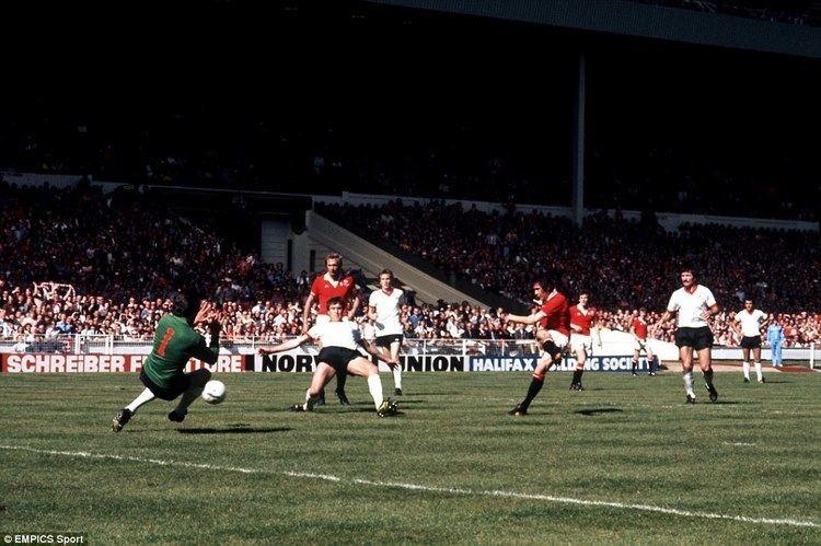 1977 FA Cup Final httpssmediacacheak0pinimgcomoriginalsc4
