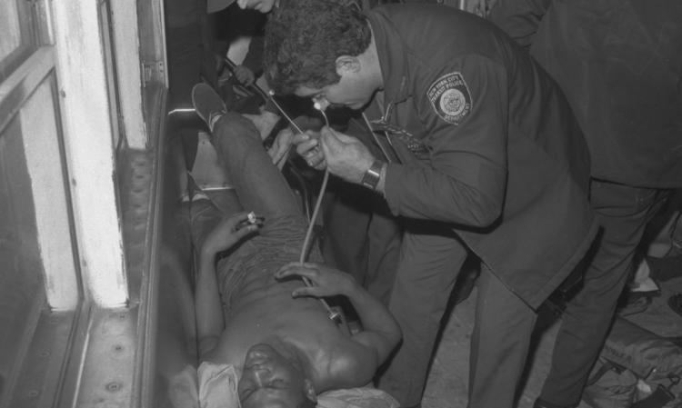 1984 New York City Subway shooting Bernie Goetz shoots wouldbe muggers in the train in 1984 NY Daily