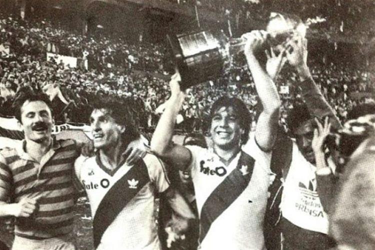 1986 Copa Libertadores Para completar el lbum las fotos y las tapas de LA NACIN de las