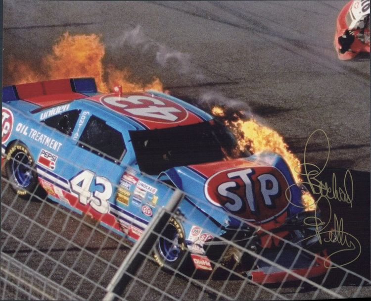 1992 Hooters 500 Richard Petty Final Race 1992 Hooters 500 hand signed in person 8x10