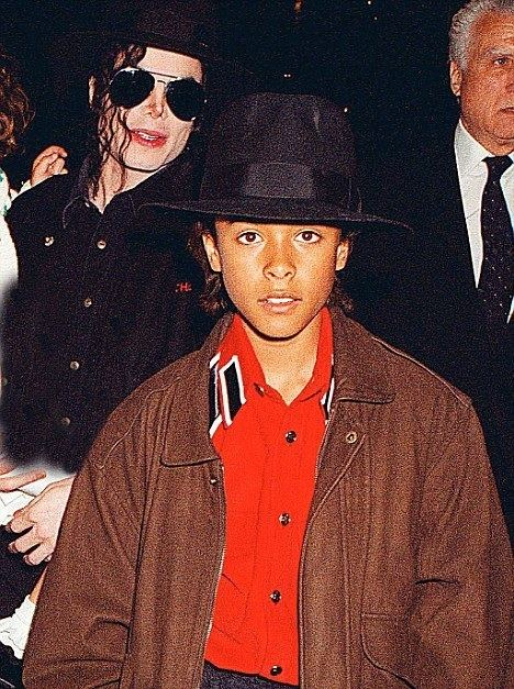 1993 child sexual abuse accusations against Michael Jackson idailymailcoukipix20091118article1228772