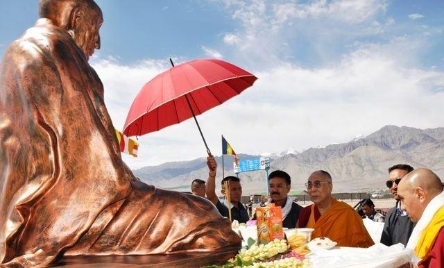 19th Kushok Bakula Rinpoche Dalai Lama unveiled the statue of 19th Kushok Bakula at Leh Ground