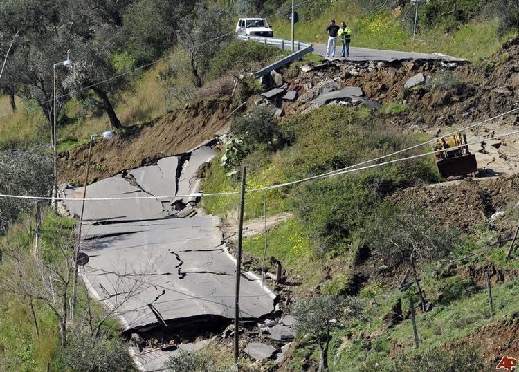2000 Mumbai landslide nimgsulekhacomothersoriginal700italylandslid