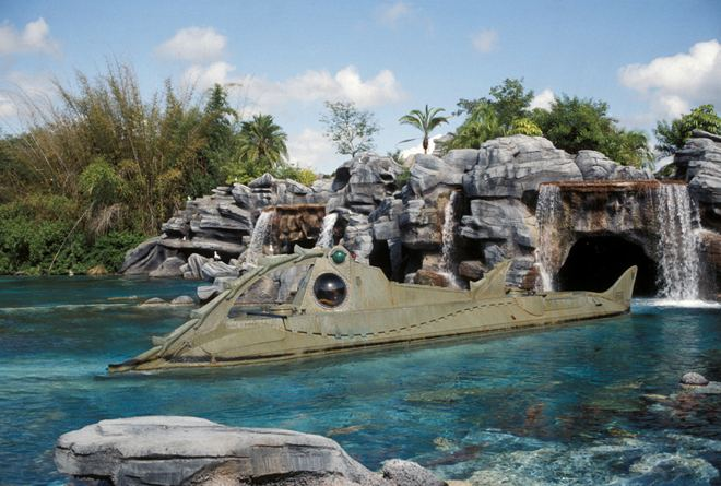 20,000 Leagues Under the Sea: Submarine Voyage 20000 LEAGUES UNDER THE SEA SUBMARINE VOYAGE The Disney Sophisticate