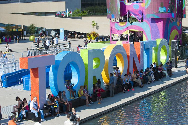 3D Toronto sign People enjoying the new 3D TORONTO sign in Nathan Phillilp Flickr