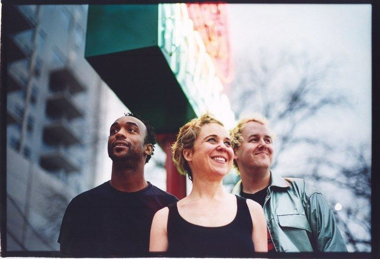 50FOOTWAVE Kristin Hersh Releases New Song and Essay In the 50 Foot Wave 39Night