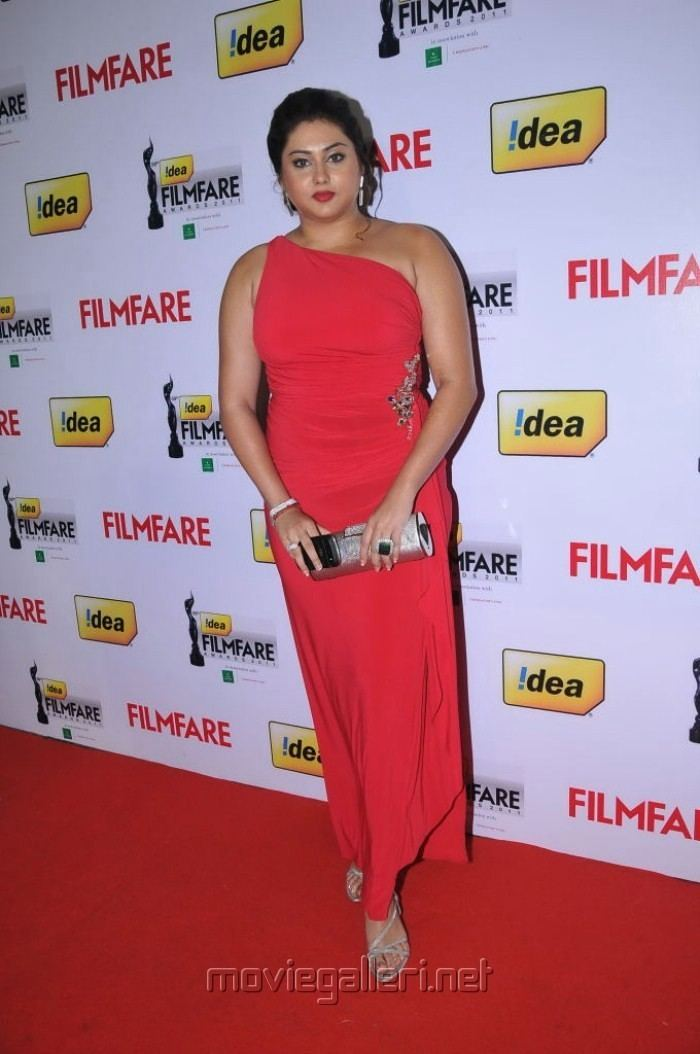 59th Filmfare Awards South Picture 262797 Namitha at 59th Filmfare Awards South Red Carpet