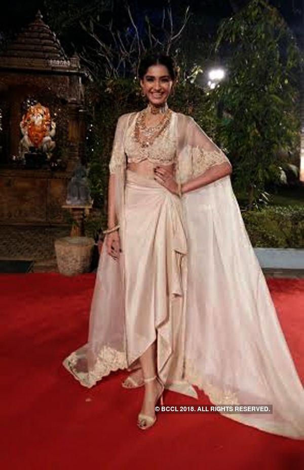 60th Filmfare Awards 60th Britannia Filmfare Awards 2014 Celebs at the red carpet The