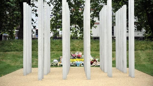 7 July Memorial Graffiti removed from 7 July memorial ITV News