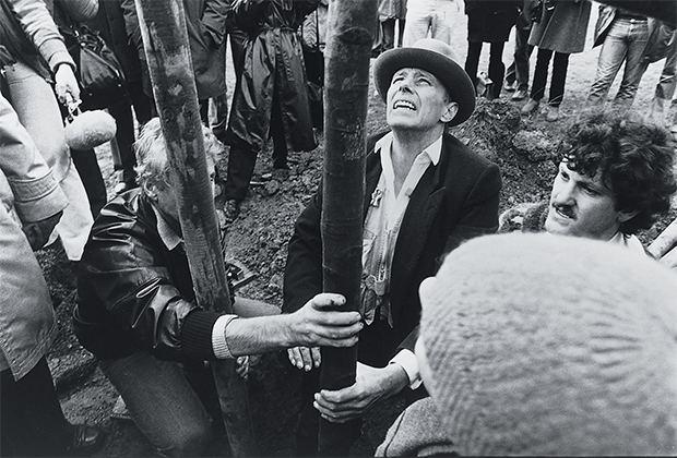7000 Oaks How Joseph Beuys celebrated his 63rd birthday Art Agenda Phaidon