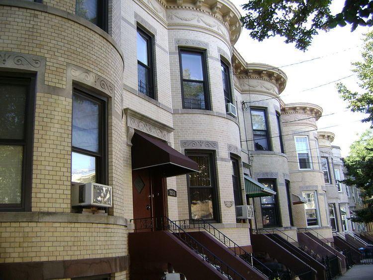 75th Avenue-61st Street Historic District
