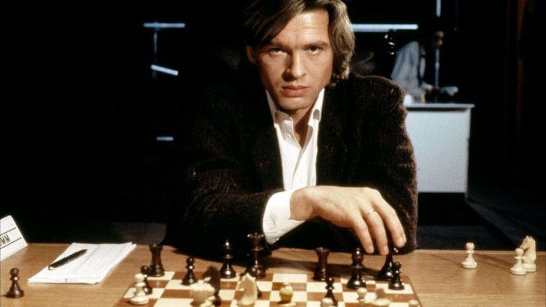 Dangerous Moves movie scenes