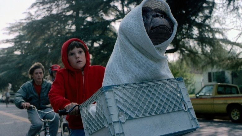 ET the Extra Terrestrial movie scenes