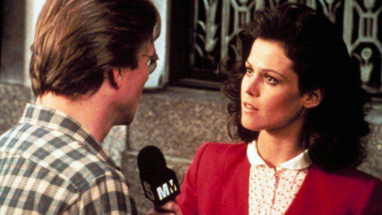 Eyewitness (1981 film) movie scenes