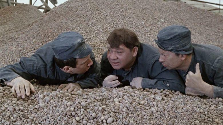 Gentlemen of Fortune movie scenes