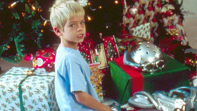 I Saw Mommy Kissing Santa Claus (film) movie scenes