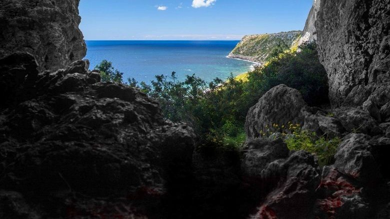 La Cueva (film) movie scenes