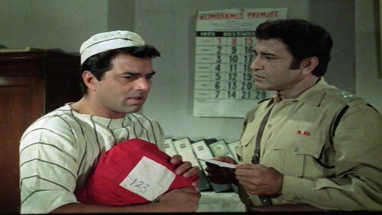 Mera Gaon Mera Desh movie scenes