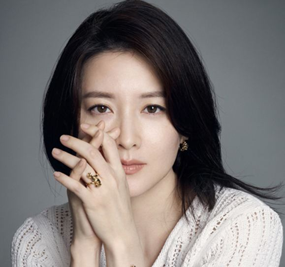 A. E. Lee Lee Young Ae Opens Up About Balancing Her Roles as a