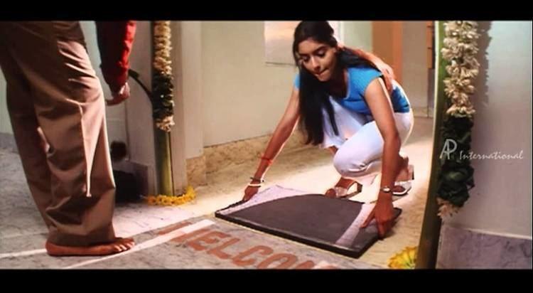 A Flat (film) movie scenes Ghajini Tamil Movie Scenes Clips Comedy Songs Asin s new flat