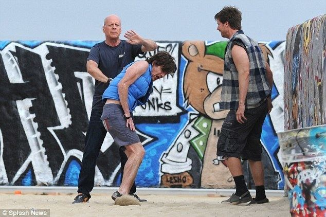 A Man on the Beach movie scenes Action star Bruce Willis displays his tough side as he filmed in Venice Beach