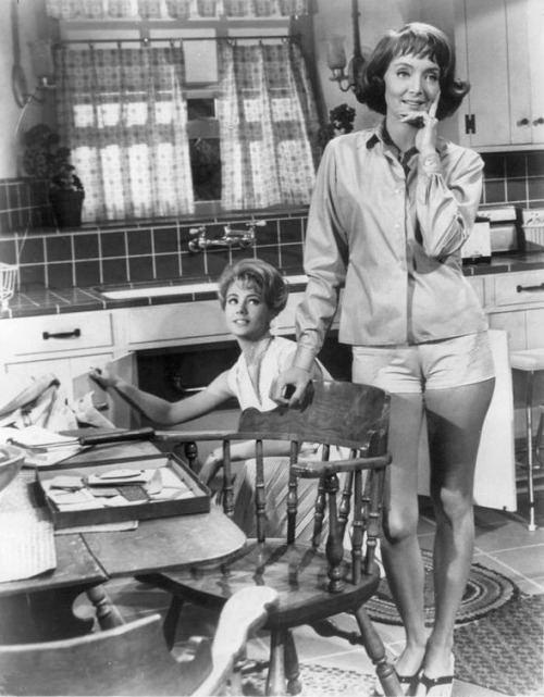 Shirley and Carolyn Jones in A Ticklish Affair 1963 Actors