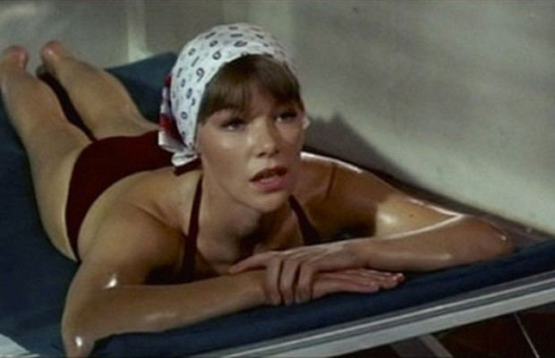 A Touch of Class (film) movie scenes A Touch of Class 1973 Award won Best Actress Glenda Jackson