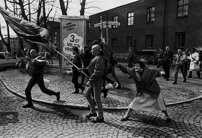 A Woman Hitting a Neo-Nazi With Her Handbag Pinterest The world39s catalog of ideas