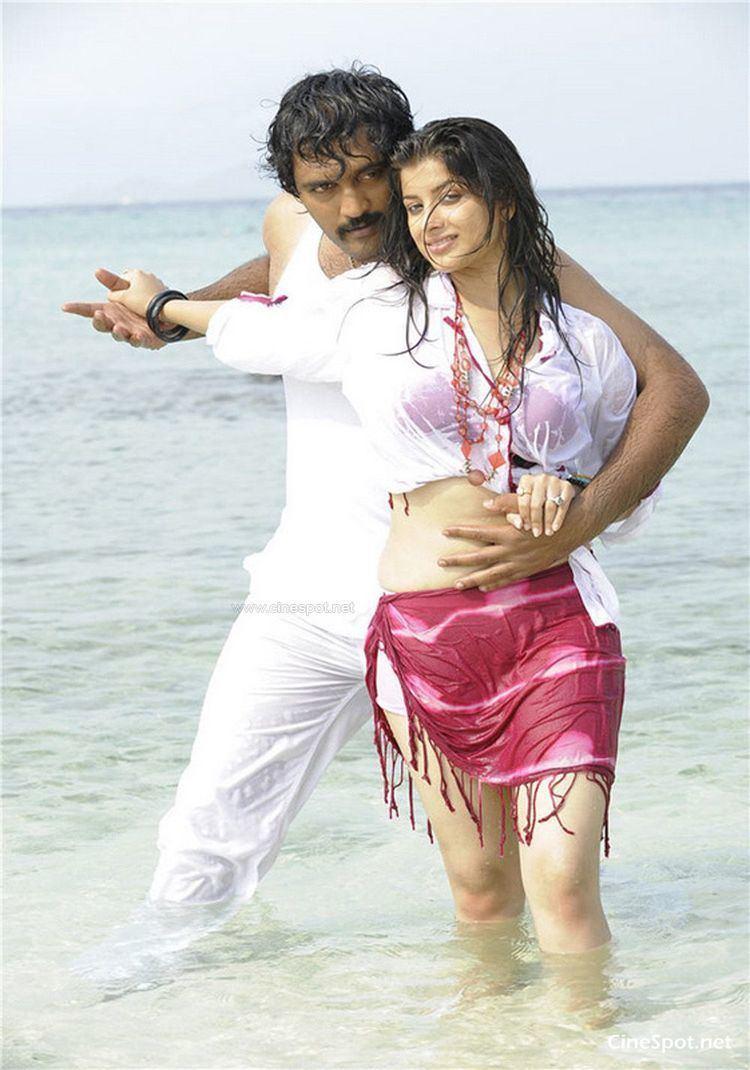 Aa Okkadu Aa okkadu telgu movie photos stills pics