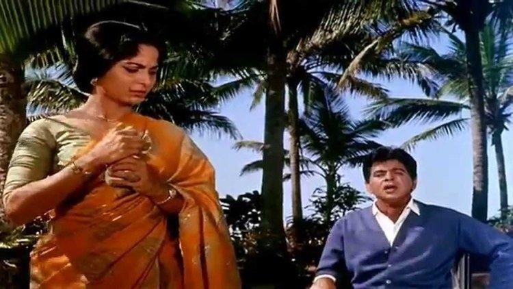 Aadmi (1968 film) Na Aadmi Ka Koi Bharosa Aadmi 1968 HD YouTube