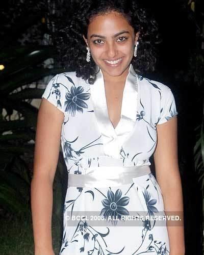 Aakasha Gopuram Aakasha Movie Photos Aakasha Movie Stills Aakasha
