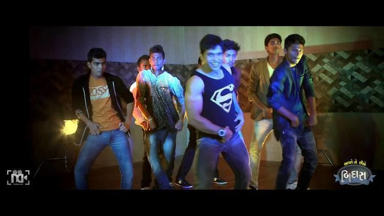 Aapne Toh Chhie Bindaas Aapne Toh Chhie Bindaas Title Song New Gujarati Song Video YouTube