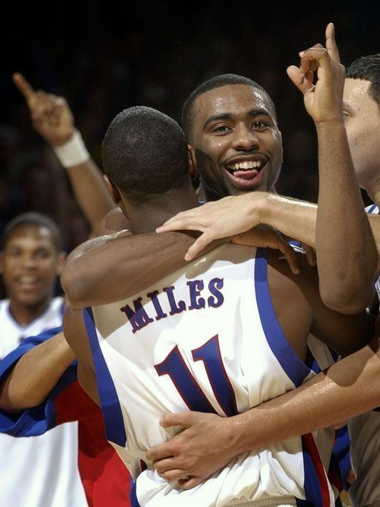 Aaron Miles (basketball) College basketball FGCU names former Kansas star Aaron Miles as new