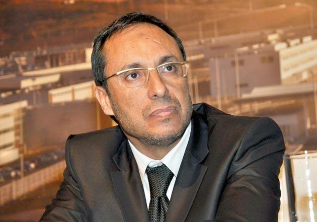Abdelkader Aamara LE MINISTRE DU PJD AMARA INSTALLE UN LIT ET UNE DOUCHE
