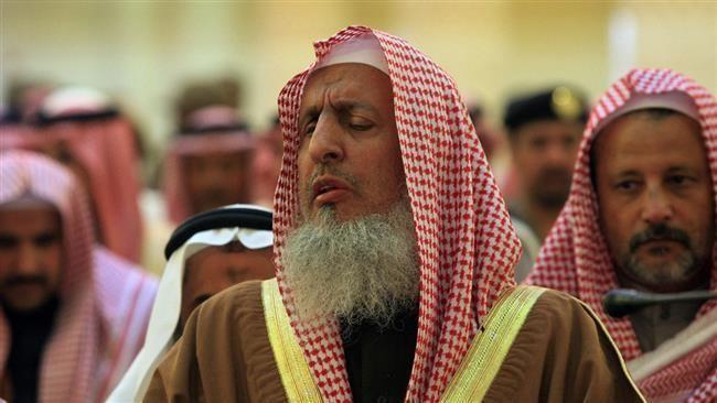 Abdul-Aziz ibn Abdullah Al ash-Sheikh PressTVSaudis fighting Yemen neednt fast Mufti