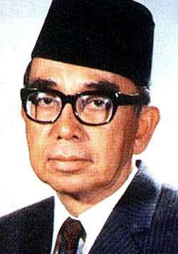 Abdul Razak Hussein httpsuploadwikimediaorgwikipediaendd9Tun