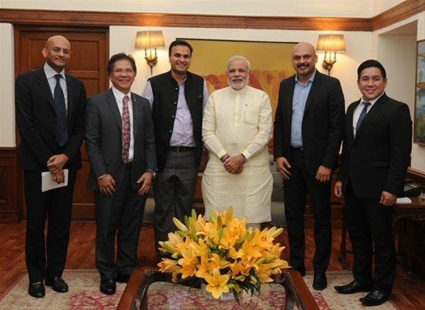 Abhijit Pawar Sakal MD Abhijit Pawar apprises PM Narendra Modi on Delivering