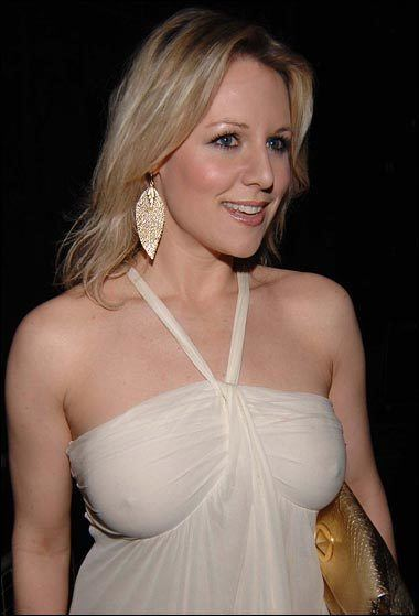 Abi Titmuss Bees Stadium Statue Or Bust Beesotted
