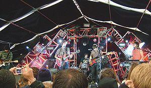 Absentee (band) httpsuploadwikimediaorgwikipediacommonsthu