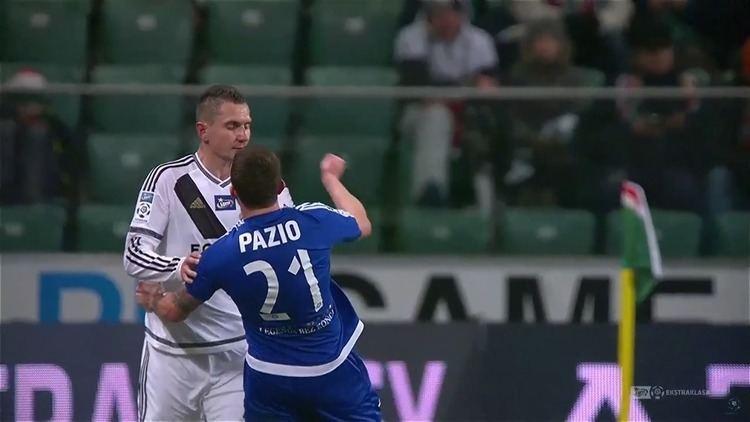 Adam Pazio Adam Pazio Red Card For Punching Opponent vs Legia Warszawa Video