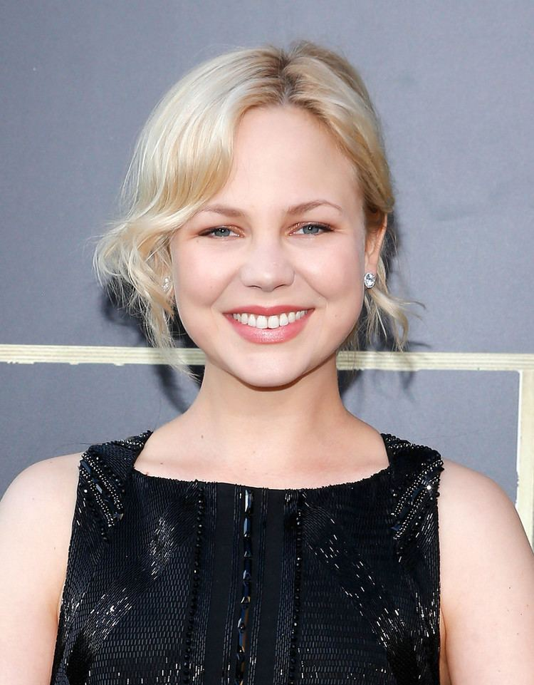 Adelaide Clemens Adelaide Clemens Style Fashion amp Looks StyleBistro